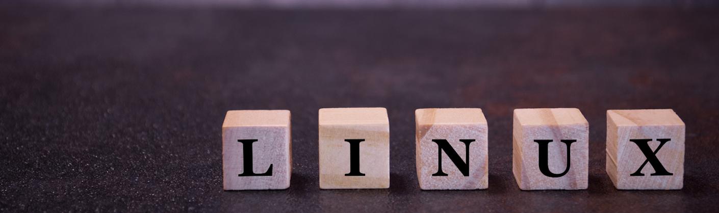 visuel linux avec les lettres sur des cubes en bois